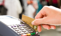 Mladí při nakupování využívají moderní technologie, starší generace vyžaduje kvalitní informace